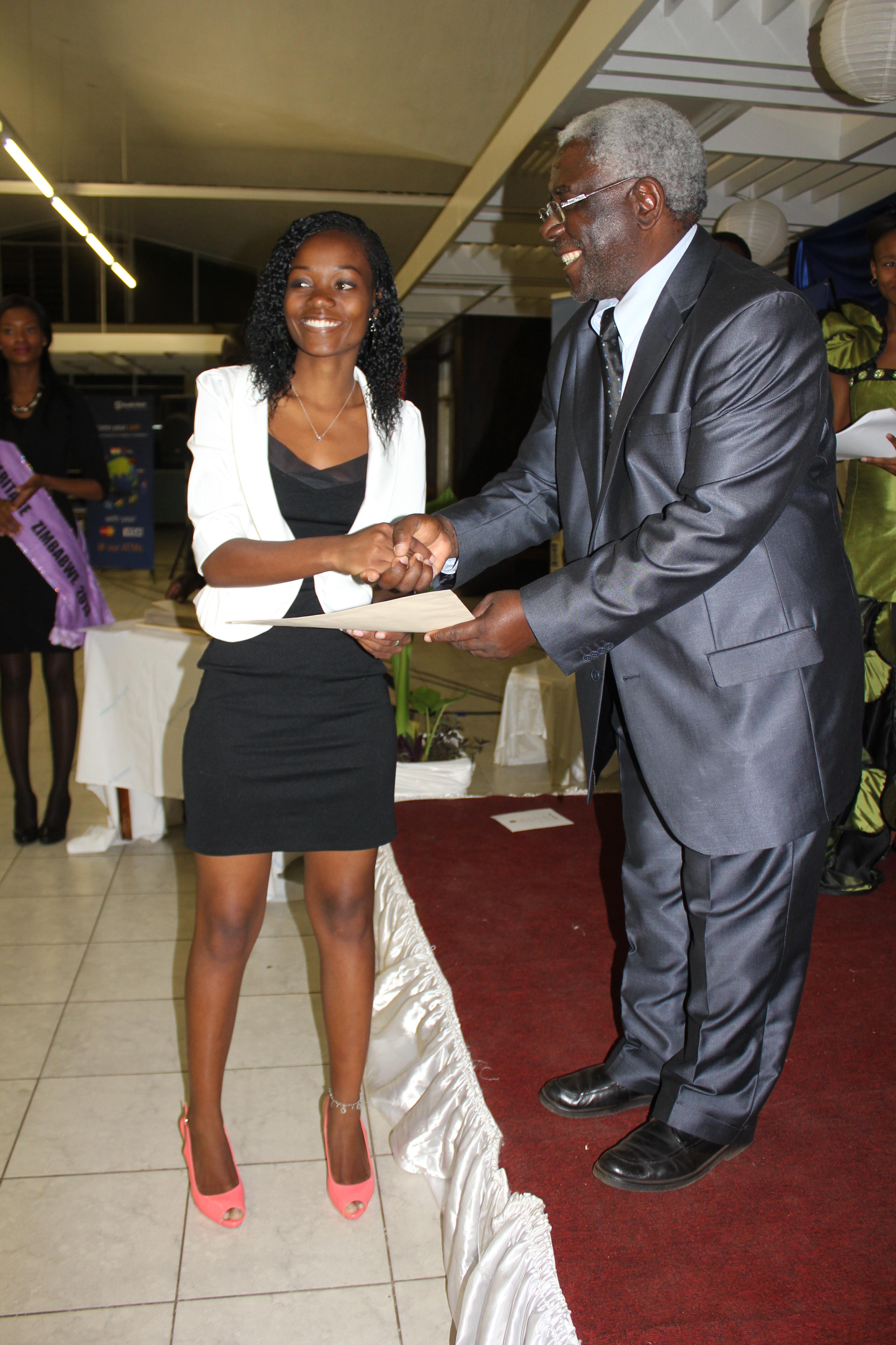 Memory receiving the Vice Chancellor's Leadership Award from Prof. Levi Nyagura