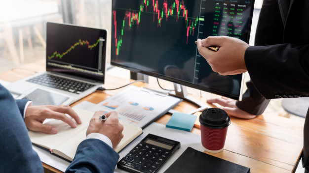 How can you become a professional trader?