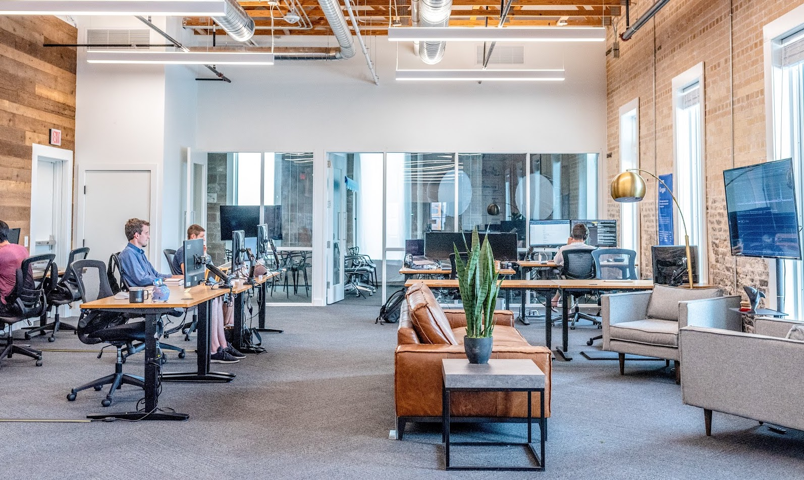 Pursuing a Career in a Tech Company? 5 Ways to Blend in the Modern-Day Workplace